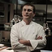 アンドーニ・ルイス・アドゥリス氏。1971年生まれ。詩的な料理で知られる「ムガリツ」の料理長。花や香草の使い方に長けた、次世代のスペイン料理界を牽引するシェフ