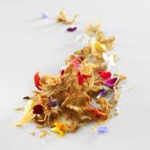 何種類もの花が使われた、コース料理の一品。火を使わない料理はアドゥリス氏のテーマのひとつ