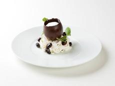 【受賞作品】黒豆と麦茶のサバラン・ホワイトチョコのヴァシュランカプチーノ仕立て