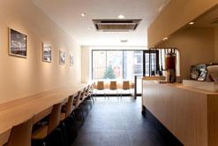 (写真1)ゆっくりできる「茶の環」の店内