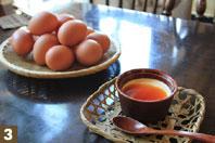 近隣の方々も自宅用に購入しに来るという卵は、常時3~4種類を取り揃えている。扱う卵はすべてスタッフによる試食で厳選され、選ばれたものばかり。親鳥の飼育方法や飼料によって卵の個性が異なることから、店でも提供する料理で使い分けを行なっている。