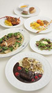 「mikuni MARUNOUCHI」で供されたコース「美食家ロートレックへのオマージュ」(2011年展覧会会期中の限定メニュー。10,000円)。メインの肉料理は丹波鹿のポワレ