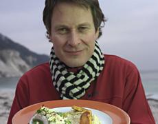 食の活動家であるクラウス・メイヤー氏は留学先のパリで食の素晴らしさを体験。故郷デンマークの食文化を変えることを使命と考えた