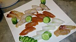 (写真3)タイの魚を使った寿司に驚き
