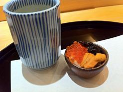 (写真3)3色のミニ丼。少しの量でも大満足