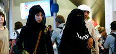 イスラム教徒の旅行者が増え、ブルカ(イスラム教の女性が着けるヴェール)をまとった裕福そうな女性の姿を空港で見かけることも多くなった Photo by scalino via Flickr