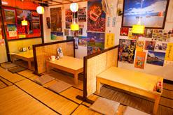 (写真1)沖縄料理の大衆食堂をイメージした「沖縄料理 金城」