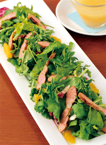 グリルソーセージと香草のサラダ