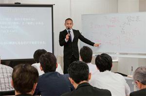 講師の櫻井亮太郎氏が、自らの体験を活かした実践的な講義を実施