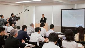 生きた接客英語を学ぶため、会場には多数の飲食店関係者が訪れた
