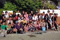 毎年夏は、東京湾に浮かぶ横須賀の猿島でバーベキュー大会を開催。年末の忘年会を含め、社員・アルバイトとの交流を大事にしている