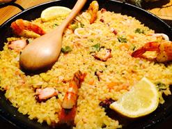 (写真2)スペイン人のオーナーが料理を手がけ、本場のパエリアを提供