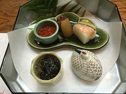 (写真1)料理の繊細さが光る前菜。アラカルトは約70種を用意する