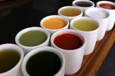 人気のコールドプレスジュース10種を少量ずつセットにした商品もラインナップ。珍しい素材を使用しているものもあるため、まずは試して好みの味が見つけられると好評だ