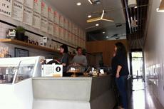 コールドプレスジュースだけでなく、店内で食事を提供する店も登場。健康志向のメニューが受けている