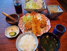 味噌汁、ご飯、千切りキャベツや小鉢などと一緒に提供される定食スタイルは満足感がある。さらに、健康ブームにより食事の栄養バランスを気にする台湾人からも好評