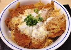 台湾にある日本料理店の「かつ丼」。旨みを閉じ込めたサクサクのとんかつを卵でとじた王道メニュー。「とんかつを活かしたニューウェイブ丼」のベースになっている