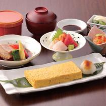 「出汁巻波奈御膳」(1,480円)には卵を3つ使用。釡炊きのご飯も好評