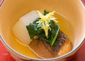 二番出汁で炊いた「鯛蕪」。二番出汁は野菜や魚を炊くときなど、料理全般で使用される