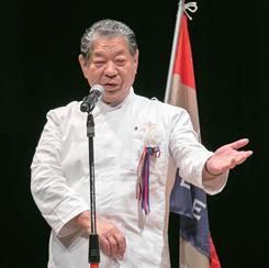 「非常に安定し、群を抜いた実力を発揮した」と村田氏。限られた条件下で、質の高い料理とサービスを提供した井上氏を評価