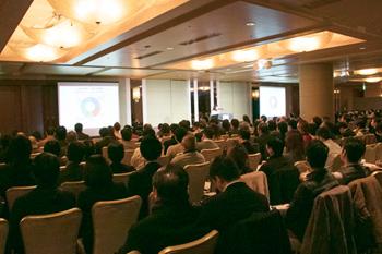 飲食店関係者ら250名以上が来場し、講演に熱心に耳を傾けた