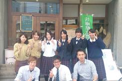 農業高校レストラン」のスタッフと、農業高校の生徒たち。北原氏の夢実現には彼らの協力が欠かせない