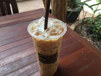 一番人気の「アイス・コーヒーウィズミルク」は、いわゆる「アイスカフェラテ」。エスプレッソの凝縮された旨味や苦味とミルクが薫り高く融合している