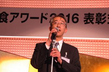 懇親会には、ロイヤルホールディングス株式会社 代表取締役会長、一般社団法人日本フードサービス協会 会長の菊地唯夫氏が急きょ駆けつけ、受賞者らに祝意を述べた