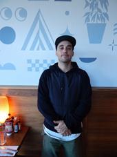 オーナーのマルカス・ララリオ氏。アメリカ南部出身の友人が作った料理に衝撃を受け、南部料理専門店をオープンさせた