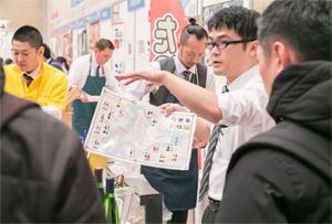生産者にとっては、飲食店関係者に商品の売りを伝える絶好の機会。さまざまな資料を使って生産方法やラインナップを紹介した