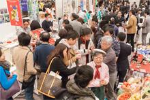 東京会場で行われた「ぐるなび商品展示会」の様子。生産者と飲食店関係者が直接交流し、熱気に包まれた