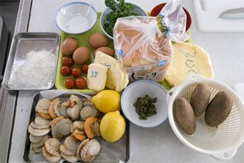 食材は身近なものをそろえ、家庭でも作れる簡単なフレンチを基準にレッスンメニューを決定