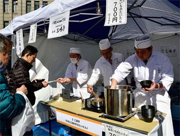 すき焼きの老舗「三嶋亭」は、京の伝統野菜「えびいも」と牛肉の炊き合わせを販売