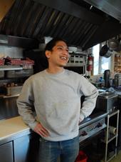 オーナーのケコア・チン=ヒダノ氏。シアトル出身で、IT企業に10年間勤めた後、脱サラして「モーソル」をオープン。「全く違う業界から飲食業界に入ったからこそ、これまでにないアイデアが出せるのかもしれない」と語る