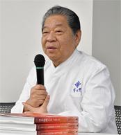 セミナーの冒頭、日本料理アカデミー理事長を務める「菊乃井」主人・村田吉弘氏が挨拶。日本料理アカデミーの意義と役割、東京運営委員会の発足の狙いについて語った