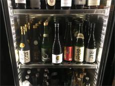 日本料理の人気が高まるにつれ、日本酒を注文する人も増えてきた。「アルコールの注文は、白ワインと日本酒が半々」という店も