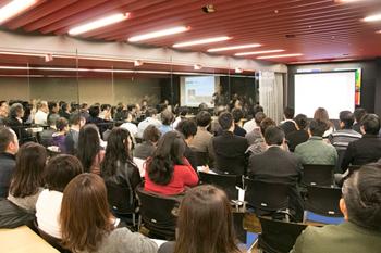 会場となったブラジル大使館の講堂には、シェフや飲食店関係者など約80名が訪れた