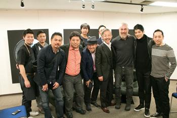 セミナー後、アレックス・アタラ氏(右から3番目)と日本のシェフらで記念撮影。前列右から5番目がマッキー牧元氏