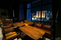 那珂川の夜景を楽しめるラグジュアリーな個室。プライベートなパーティに人気