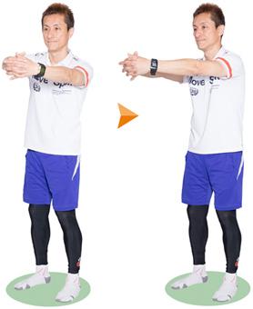 体を左右に振ったとき、肩が上下しないように注意。ゆっくり呼吸をしながら行います。