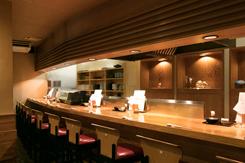個室、半個室のほか、カウンターや掘りごたつ席も用意。最大70名までの宴会が可能