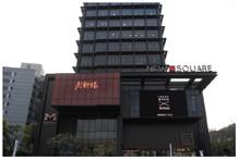 台湾最大の都市・台北。地下鉄劍南路(けんなんろ)駅を中心に高級住宅街が広がる大直エリアは、近年台湾でも地価が高騰している場所の一つ。「老乾杯 大直店」が入る複合型商業施設には、映画館なども入っている。