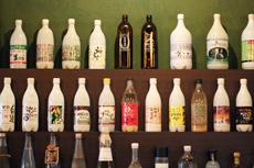 ソウル市内に韓国各地のおいしい地マッコリを集めた店ができ、マッコリの価値が見直されるきっかけとなった