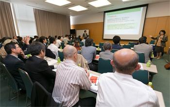 会場には、静岡県内の飲食店オーナーやシェフら約60人が集まった