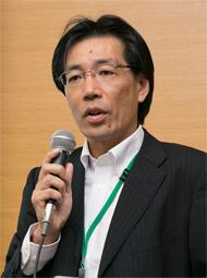 開会の挨拶に立つ静岡県経済産業部の土泉一見氏。「県産食材のポテンシャルは高い。さらなるアピールで認知拡大を」と連携協定に期待感を示した