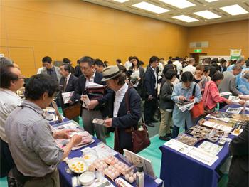 静岡県が特徴ある食材として認定する「しずおか食セレクション」の生産者など、30団体が出展