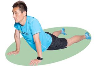 肩が上がらないよう注意しながら、しっかり呼吸をして腹直筋を伸ばしましょう。