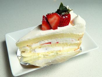 もっとも人気がある、「苺のショートケーキ」。3日前までに予約すれば、ホールの販売も受け付けており、アレルギーや好みにも対応する