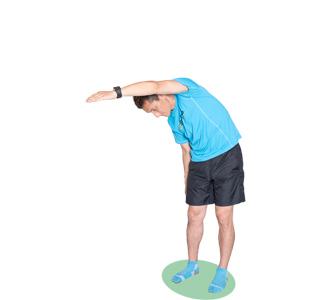 腕を伸ばした方向とは逆に、腰をひねりましょう。お腹の周りの後ろ側に効きます。