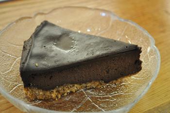 豆腐の「チョコレートミントチーズケーキ」。ピューレ状にした豆腐を生地に混ぜ込み、ミントを効かせ、しっとりと爽やかに仕上げた一品